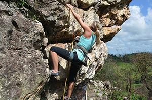 Klettergurt Zum Abseilen : Klettern ardèche abseilen in der schlucht